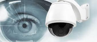 videocámara superpuesta delante de un ojo.